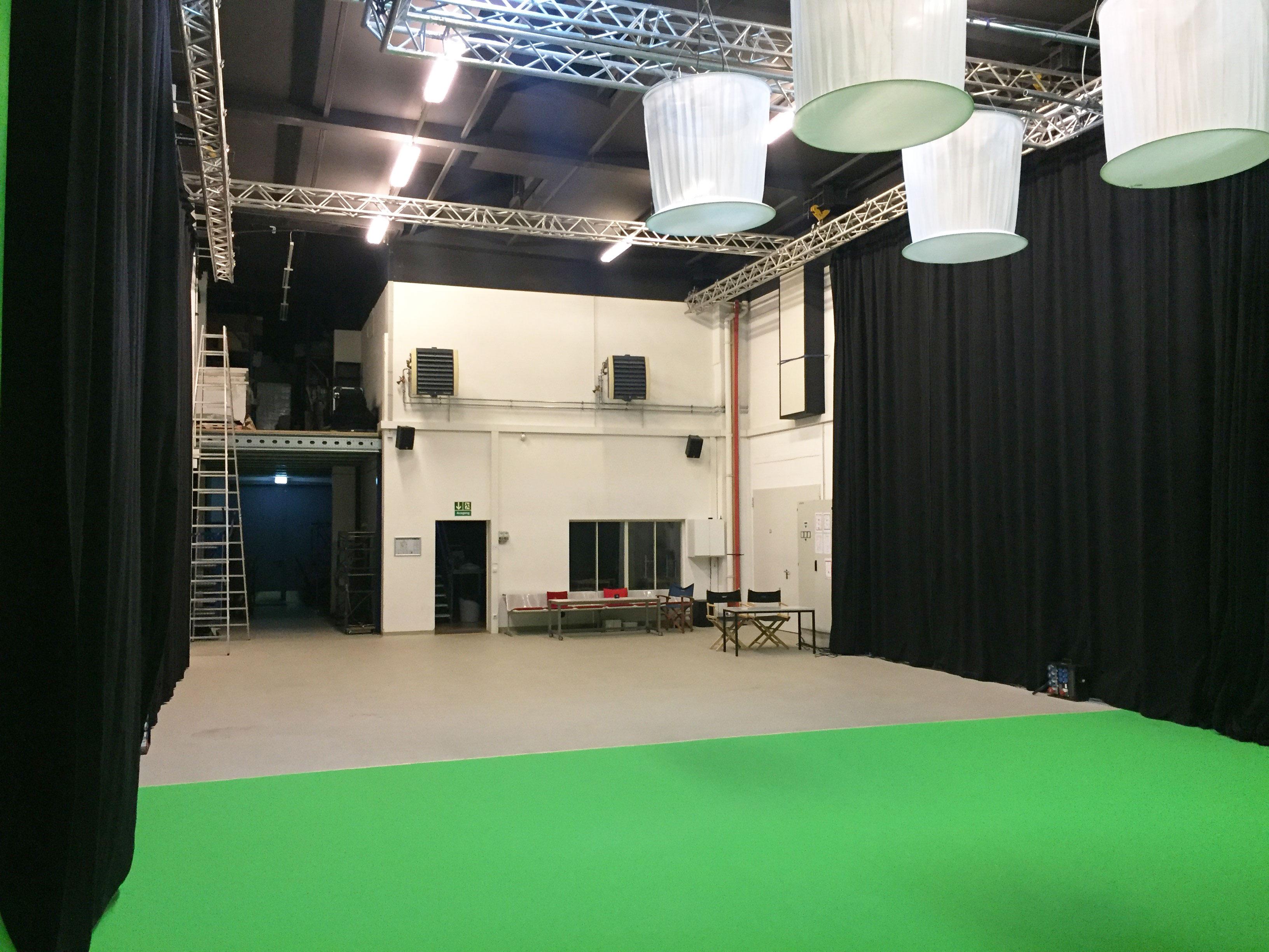TMT Studio 1 mit 250m² und großer Hohlkehle in München